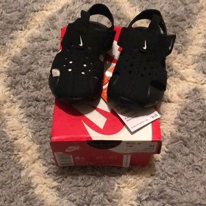 Toddler Nike sandals size 6c